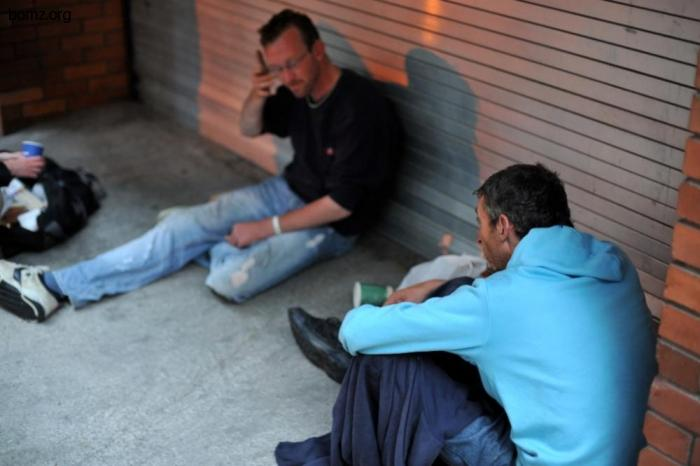 Ирландским бомжам наркоманам, раздают чистые иглы