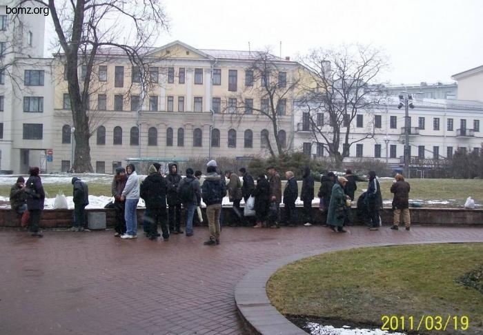 Кормление бомжей в Минске
