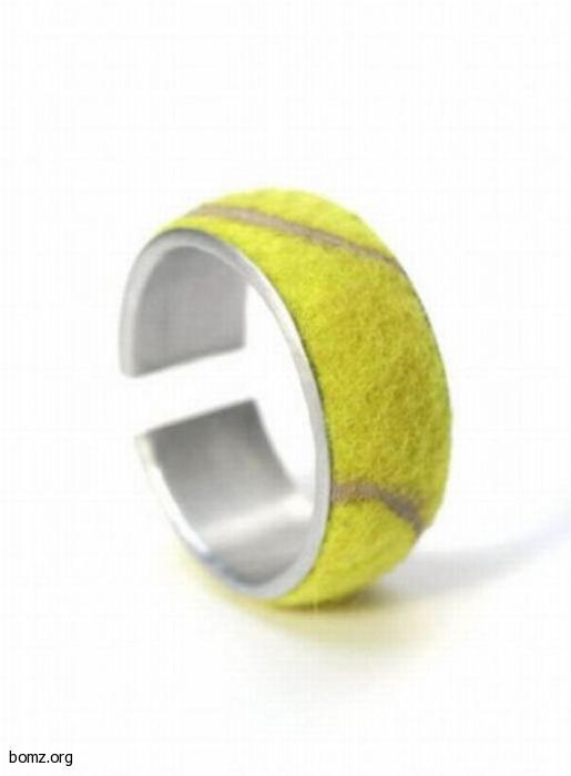 Браслет из тенисного мяча