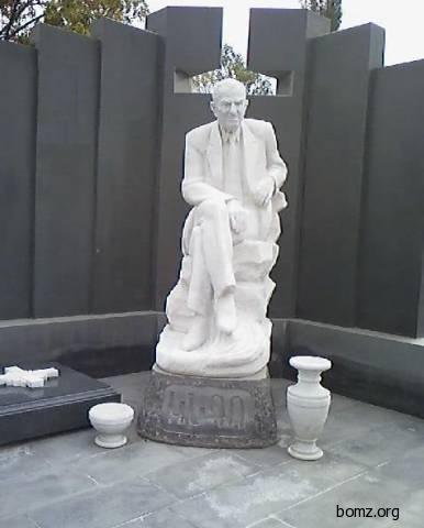 Могила вора в законе Маелса Мкртчяна (Кндо).  <br /> Армения, Ереван