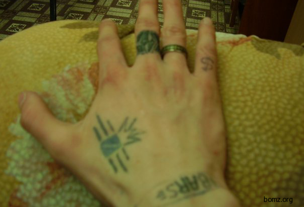 Перстни на пальцах