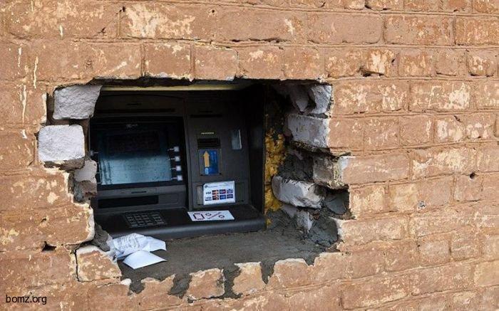 До некоторых банкоматов нужно
